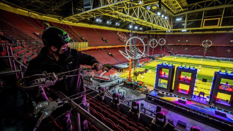 ElectricFireworks Fjuze Jaarwisseling 2020 cameraman in Arena(foto- Floris Heuer)