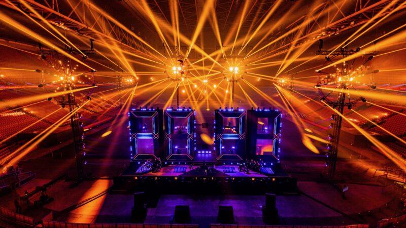 ElectricFireworks-Fjuze-Jaarwisseling-2020-podium-met-led-2020-in-Arena (foto-Floris-Heuer)