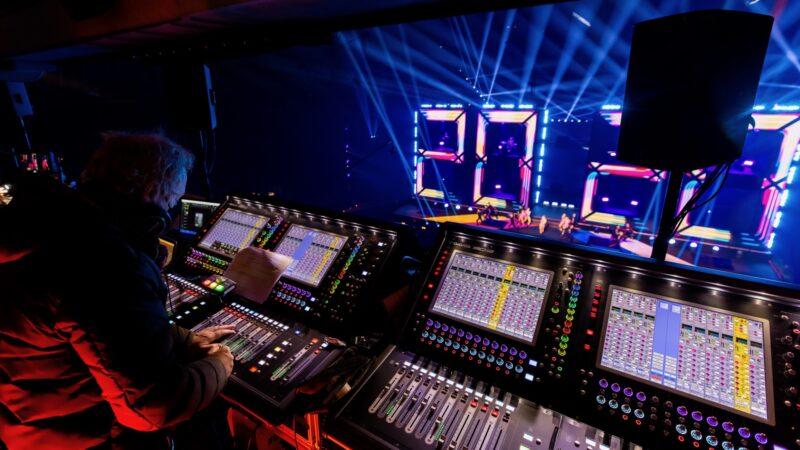 ElectricFireworks-Fjuze-Jaarwisseling-2020-regieruimte-in-Arena (foto-Floris-Heuer)