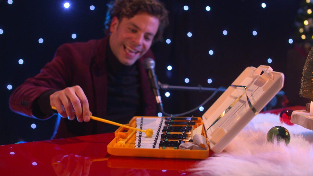 Muzikant met xylofoon tijdens de borrelshow