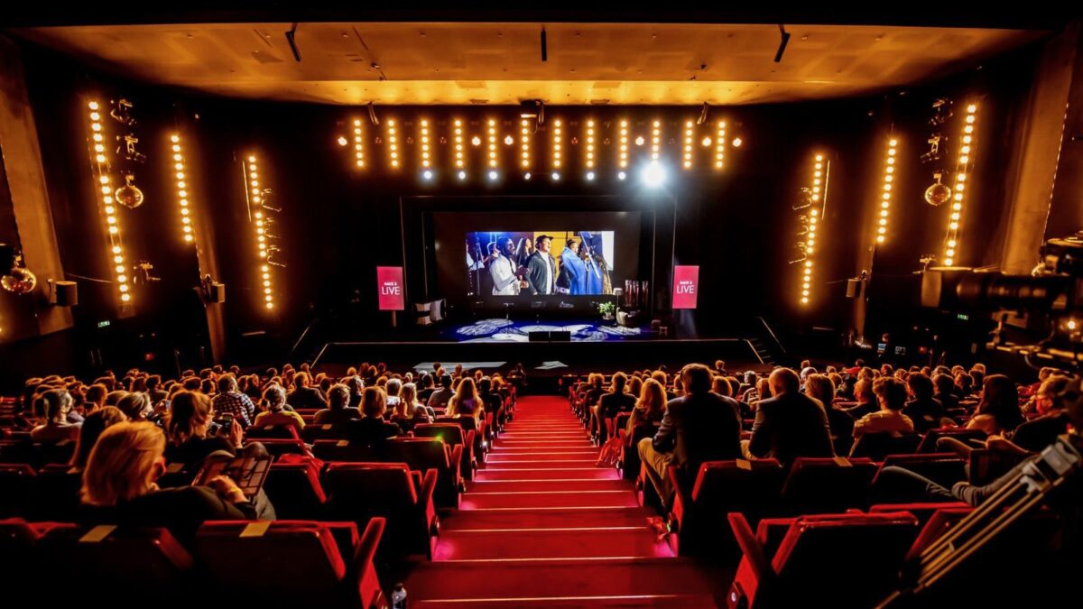 Back 2 Live congres in Beatrix Theater met 500 mensen in publiek