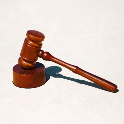 Houten hamer van rechter