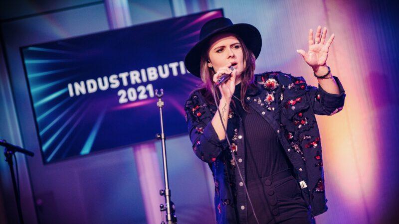NATHANREINDS-Industributie-Talkshow-zangeres (alleen bij artikel 25-2-21 gebruiken)