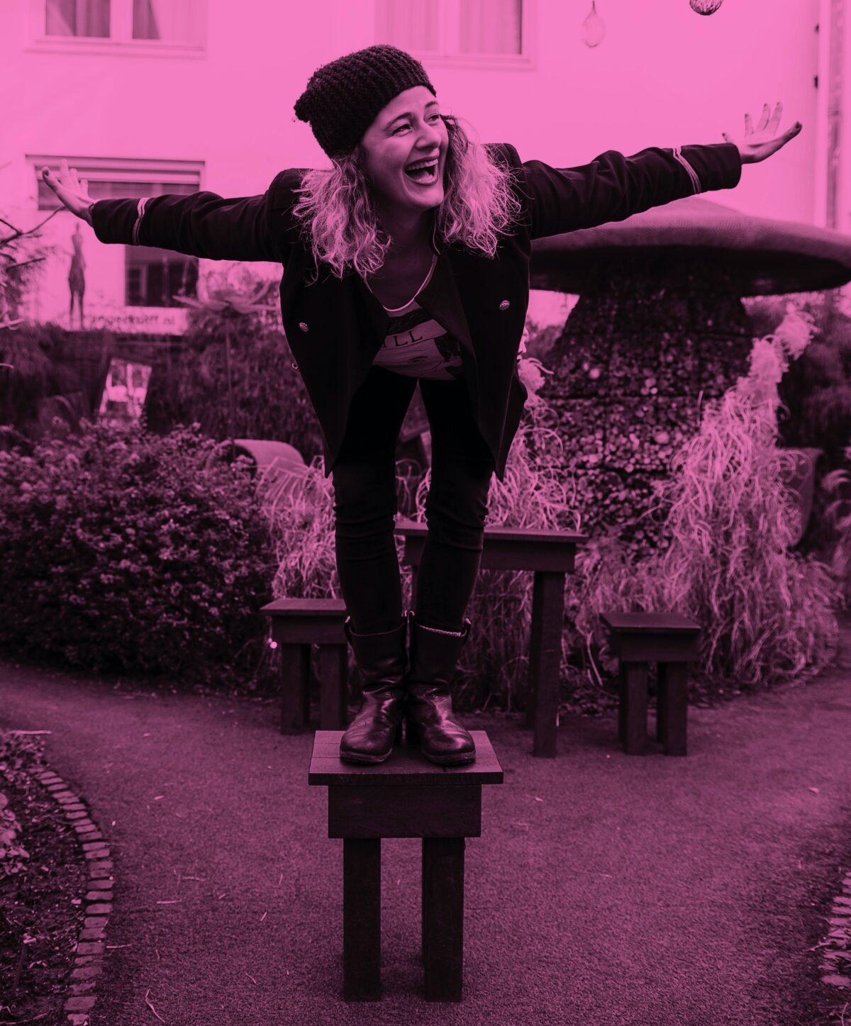 Nicolette Asschermann biedt door 'Five Ways of Wellbeing' gratis geluk - fotografie Bas de Brouwer