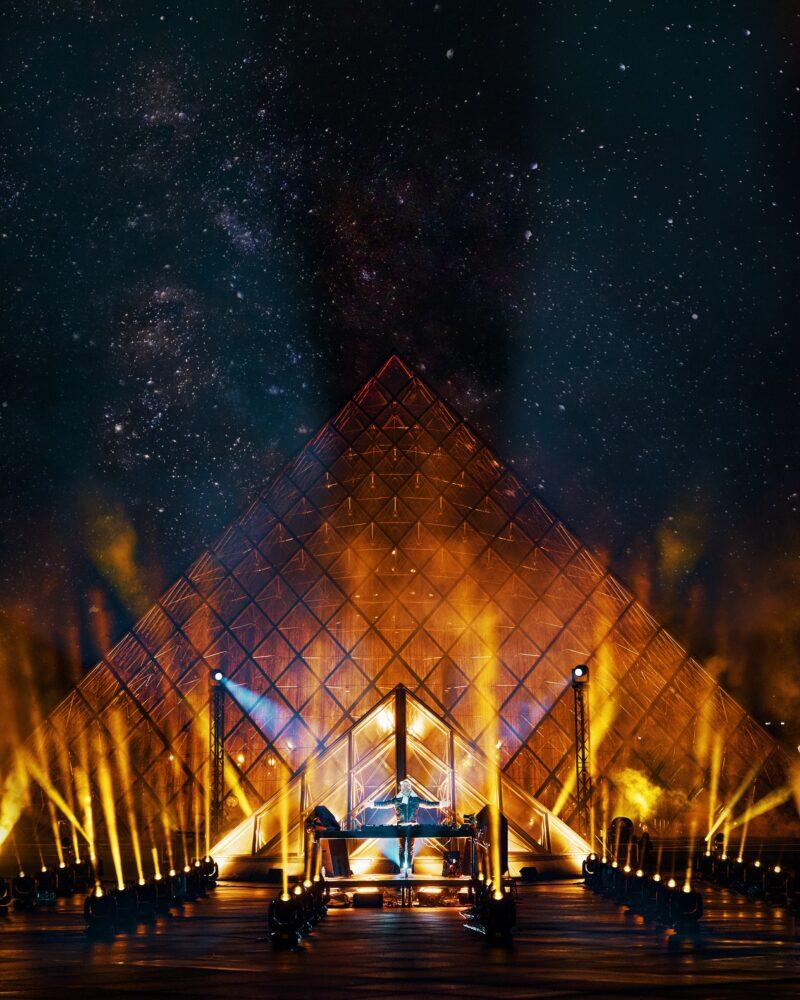 David Guetta Louvre geel uitgelicht United at Home