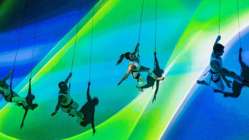 EventZ dansers tegen muur