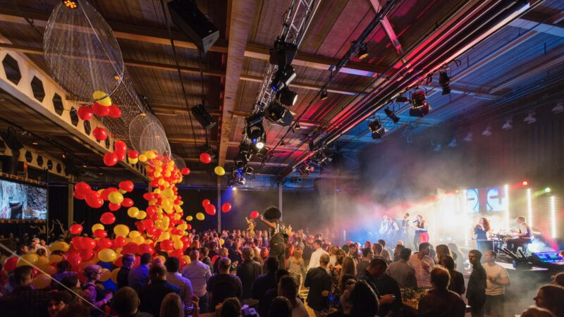 EventZ feestavond met band en ballonnen