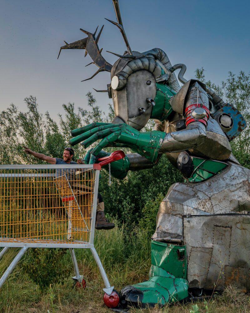 Scrap Design kachel in vormen van monster achter winkelwagen voor op festivals en events