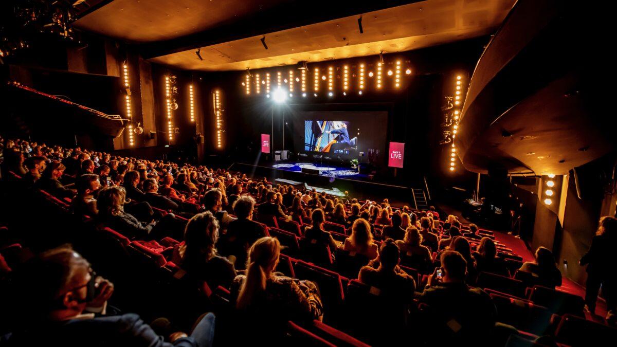 Back 2 live testevent overview zaal met podium (foto-Nico Alsemgeest)