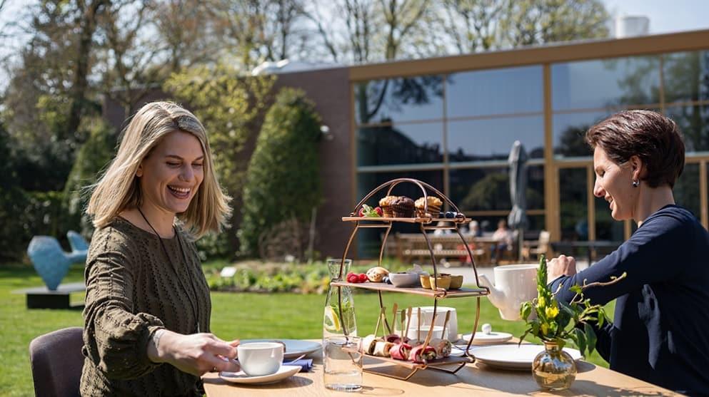 High tea in de tuin van Singer Laren