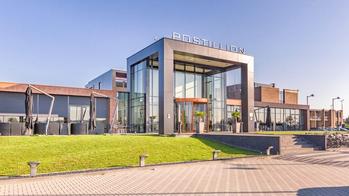 Postillion Hotel Utrecht Bunnik ontvangst entree buitenzijde