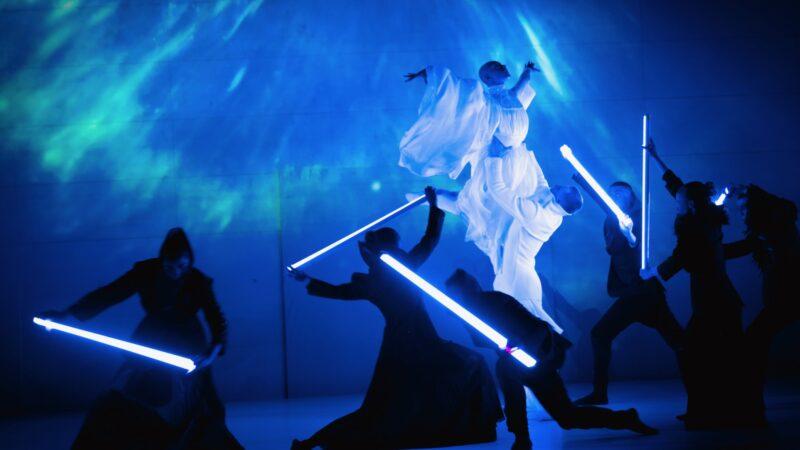 Sabodm 2019 - Plugged Live Shows dansers met lichtgevende balken