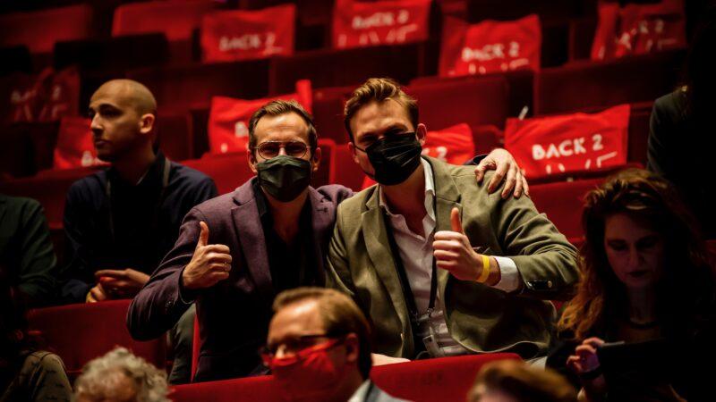 Twee bezoekers van Obsession tijdens back to live testevent (foto-Nico Alsemgeest)