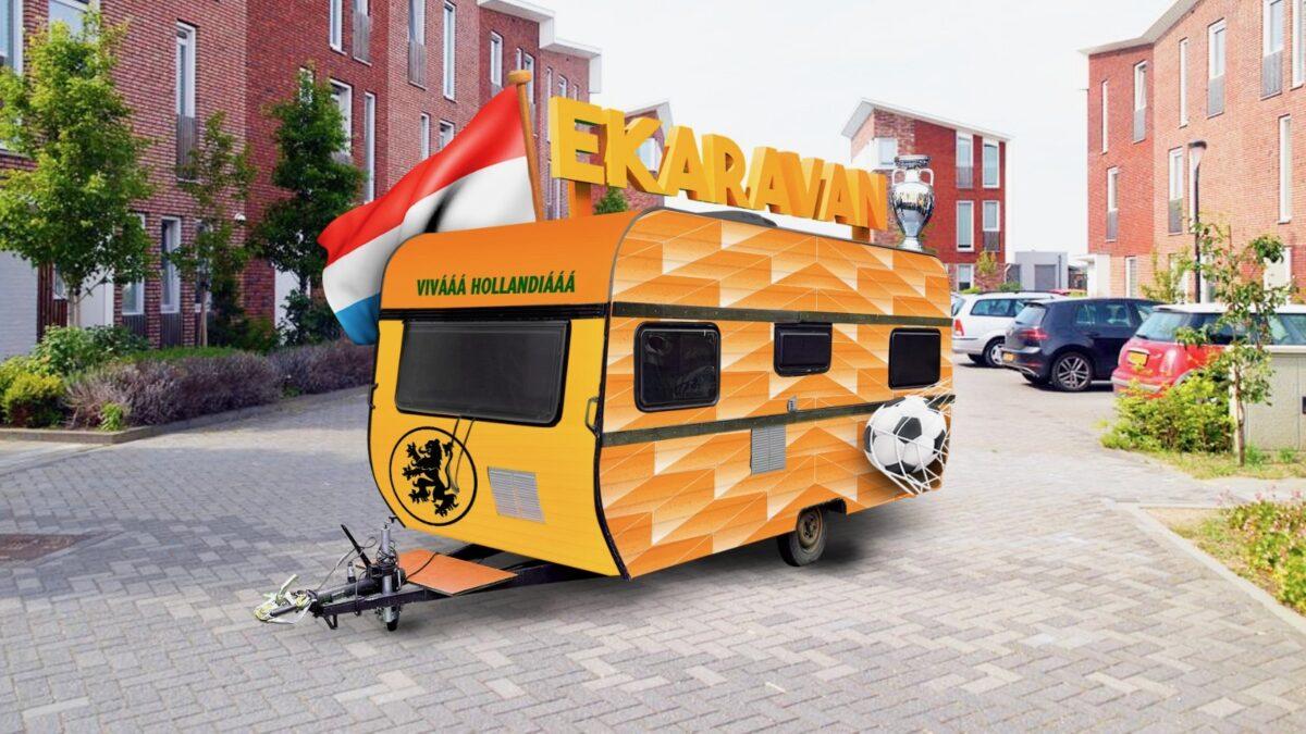 EKaravan Camperbaas - Oranje caravan ingericht voor EK