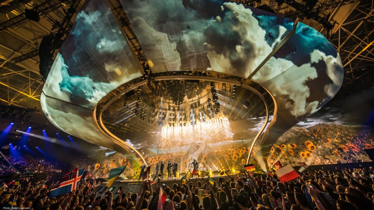 Eurovision Kyiv decor met wolken en vuurwerk - Unbranded