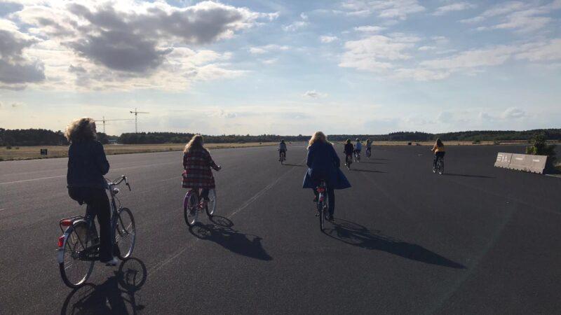 Kermis op de basis - Dropstuff - fietsen_op_de_landingsbaan