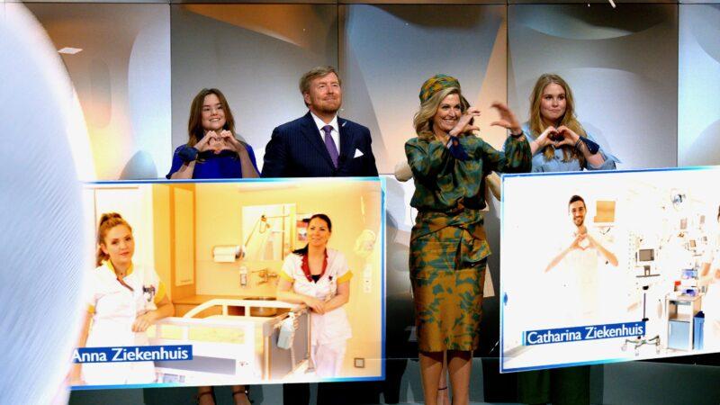 Koninklijke Mixed Reality Experience - Koninklijke familie die een hartgebaar maakt tijdens virtual meeting met ziekenhuismedewerkers - Live Legends