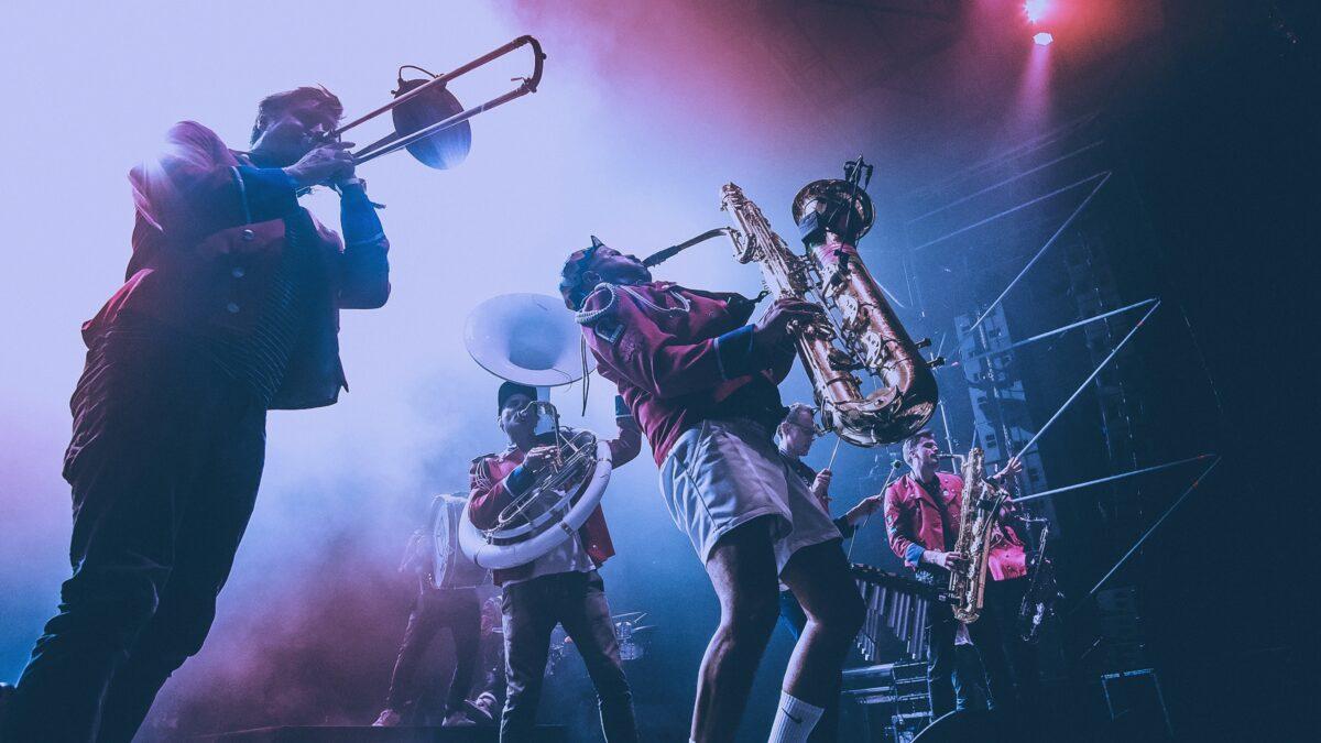 MEUTE is 'fanfare' die Duitse techno en brassmuziek op jouw event combineert by Jennifer Schmid