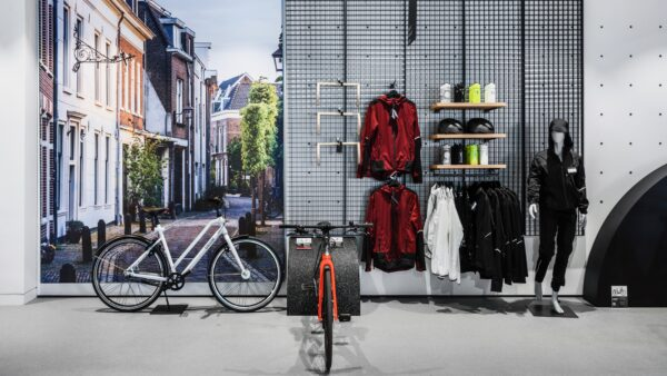 PON Ride Out shopinterieur met fietsen en kleding - Unbranded
