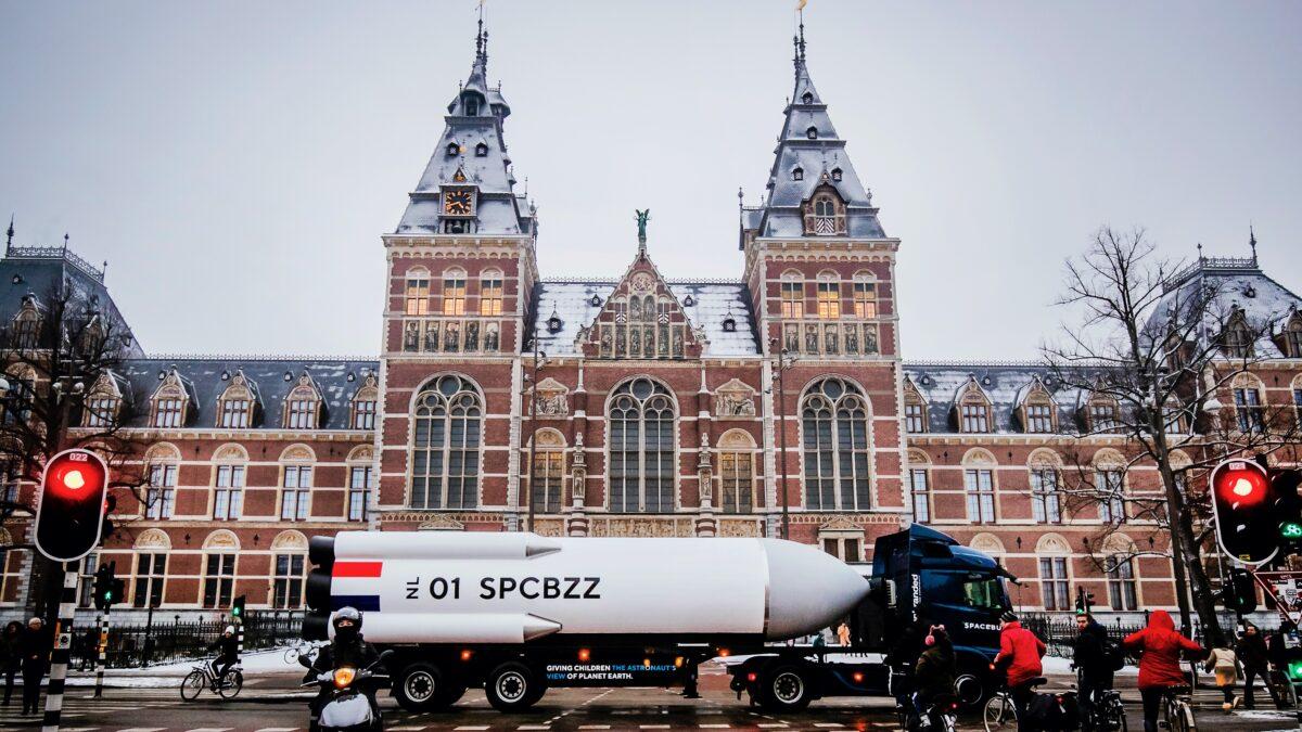 Spacebuzz-van-Unbranded-voor-museum foto Remko de Waal (Maak Amsterdam)