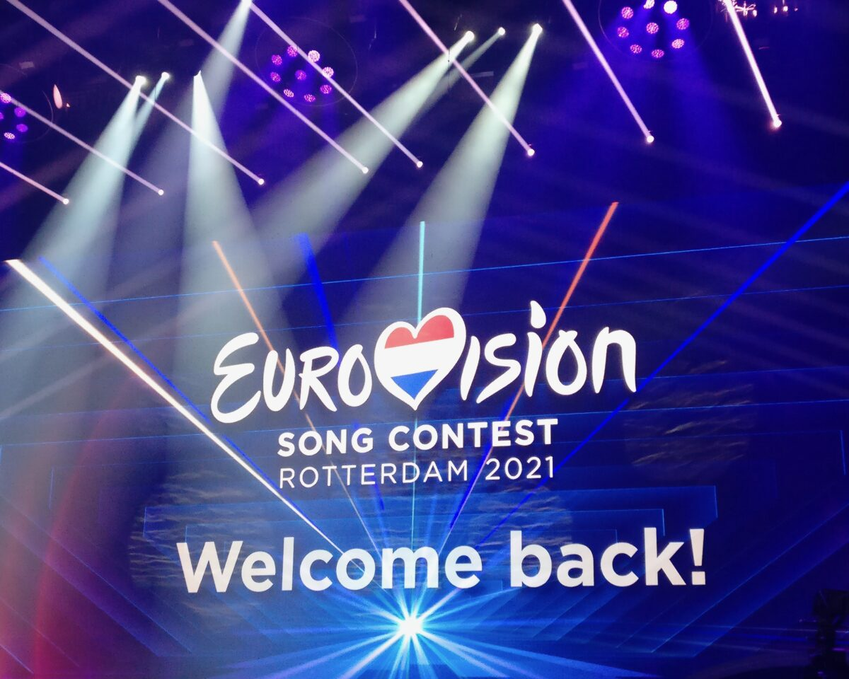 Inge Spier - eventmanager Intersafe - eurovision songcontest scherm