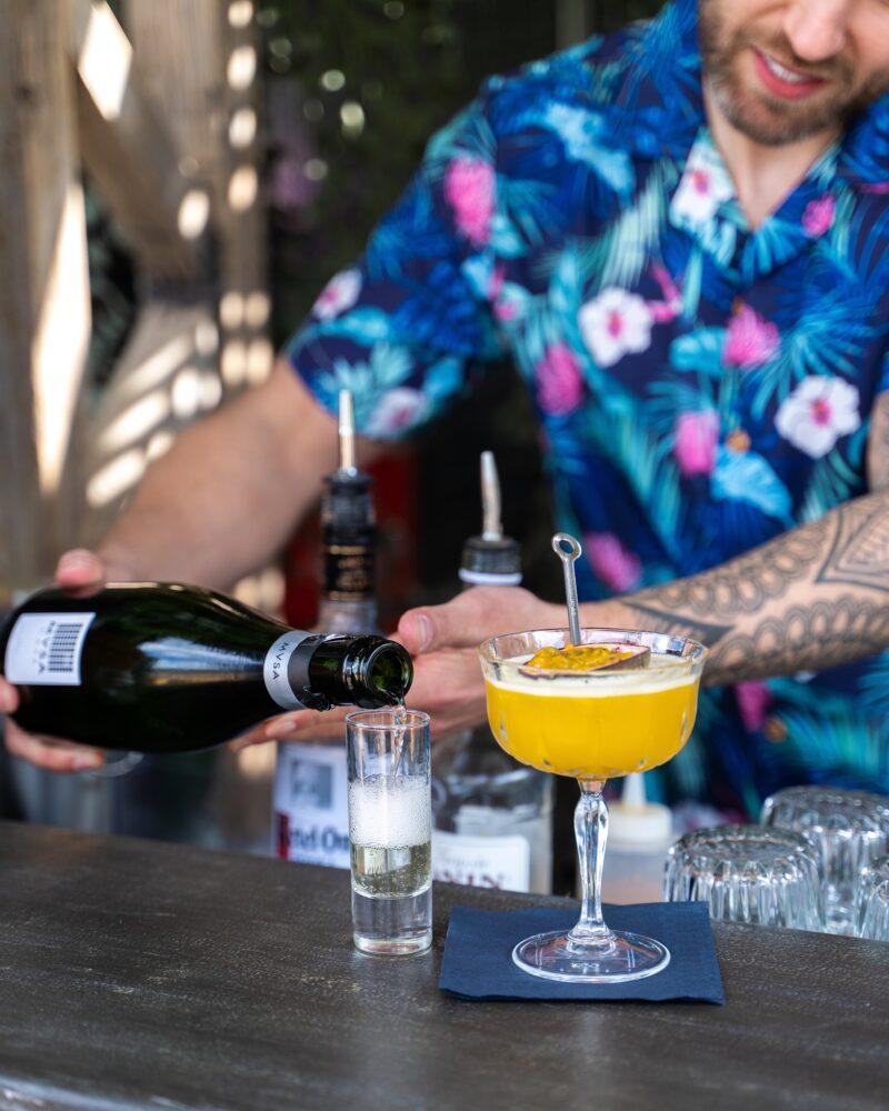Roeff dakterras Gooiland bar met cocktail
