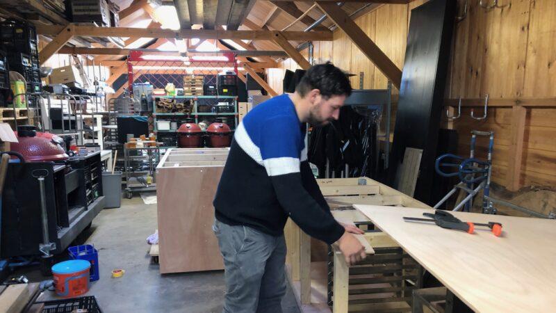 meubels maken Landgoed Te Werve - personeel in werkplaats