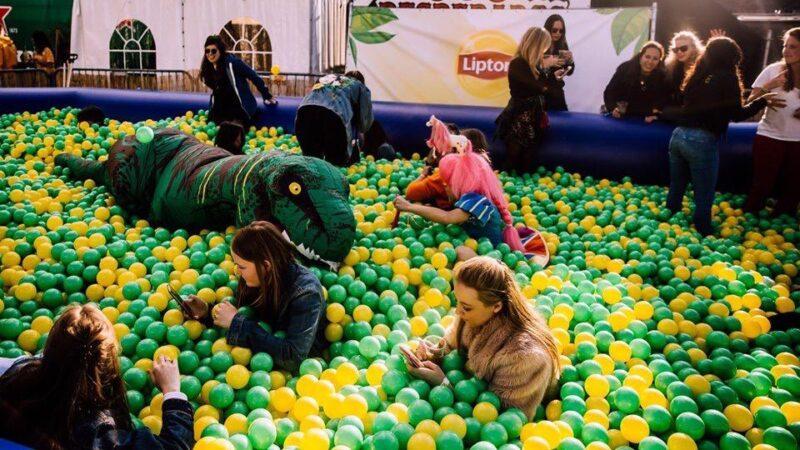 Ballenbak Productions - ballenbak voor activatie Lipton met gele en groene ballen
