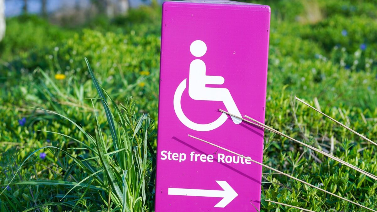Step free route bord voor invaliden