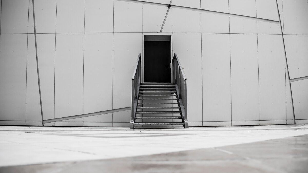 Trap voor een ingang bij een gebouw