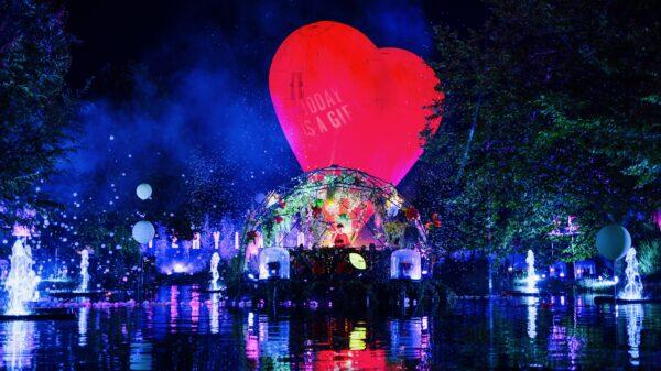 fotograafniels.nl - Mysteryland Livestream 2020 ID&T rode hartballon met dj op water