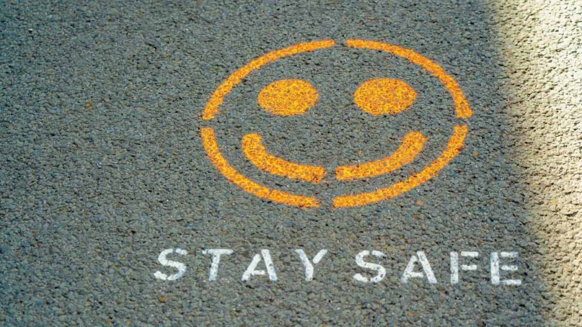 Stay safe graffiti op de grond