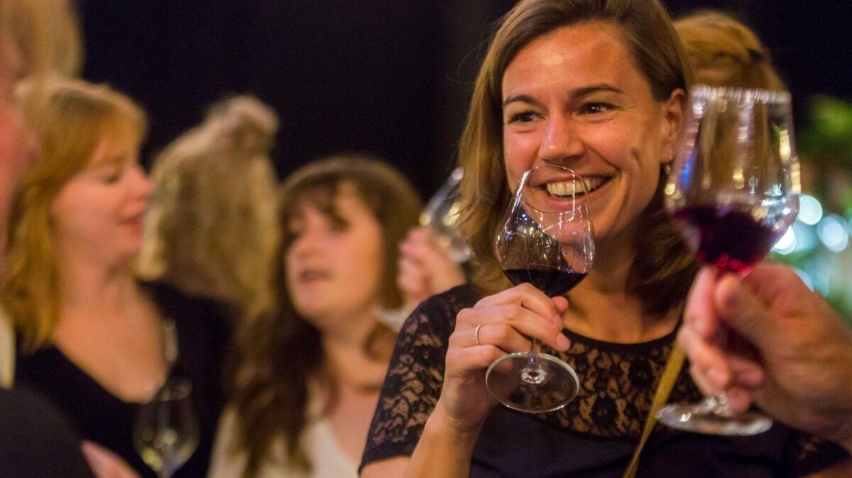 Meisjes van de wijn organiseert Nacht van de Wijn