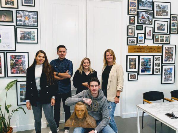 FX Agency medewerkers op kantoor