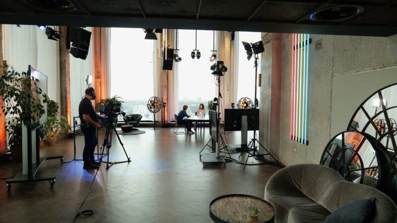 Momice Online Event met uitzicht over Amsterdam