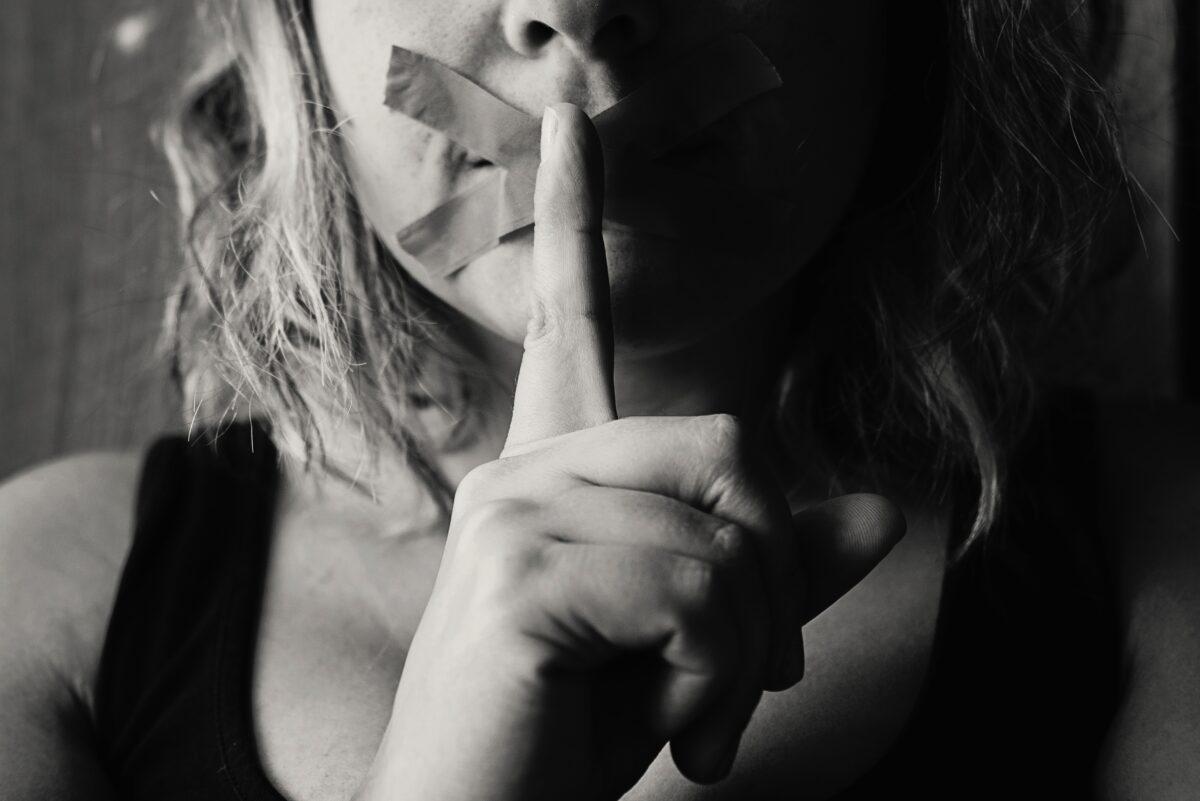 Vrouw vertelt geheim niet